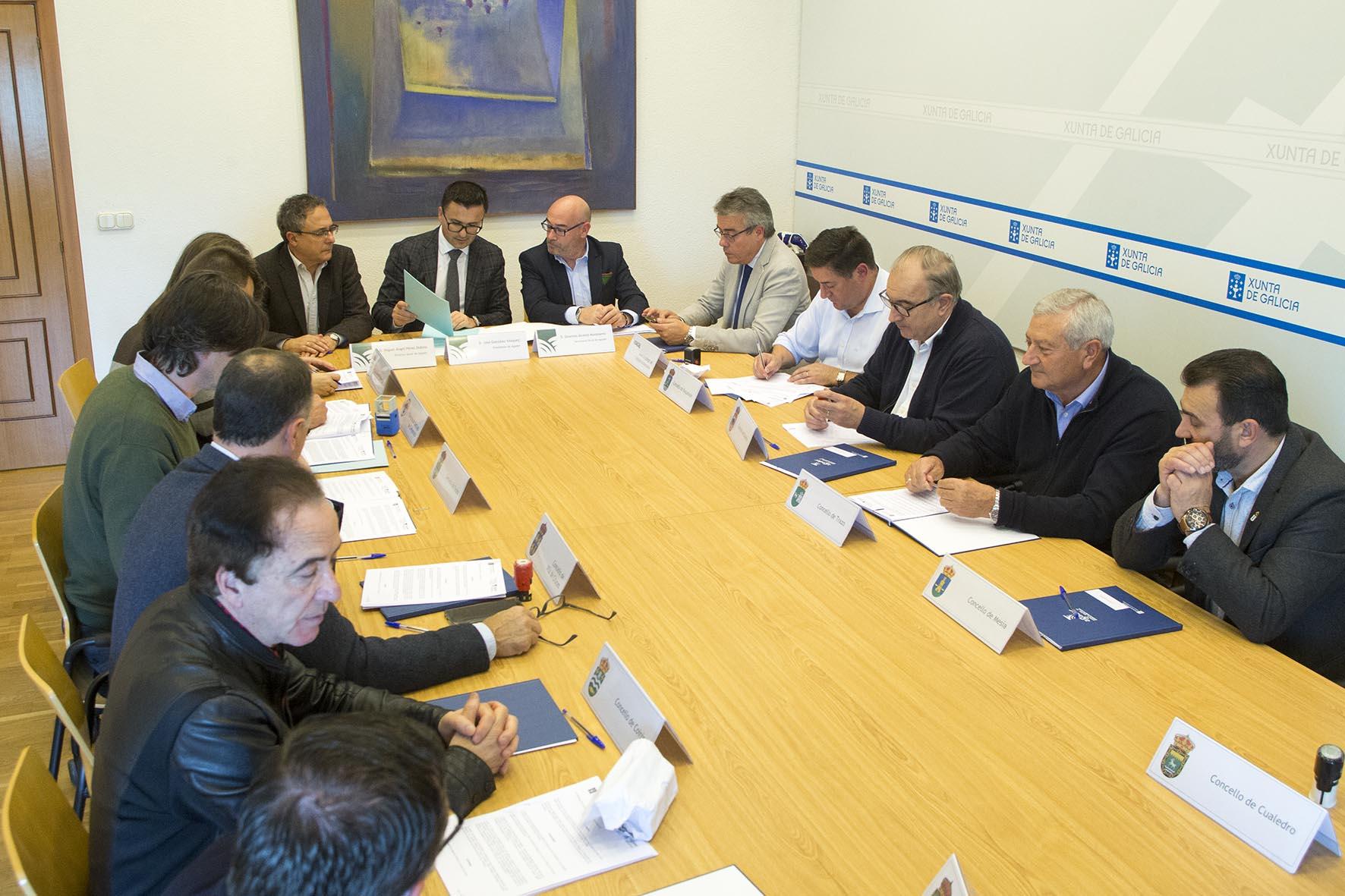 A Xunta traspasa unha vintena de parcelas do Banco de Terras a unha ducia de concellos