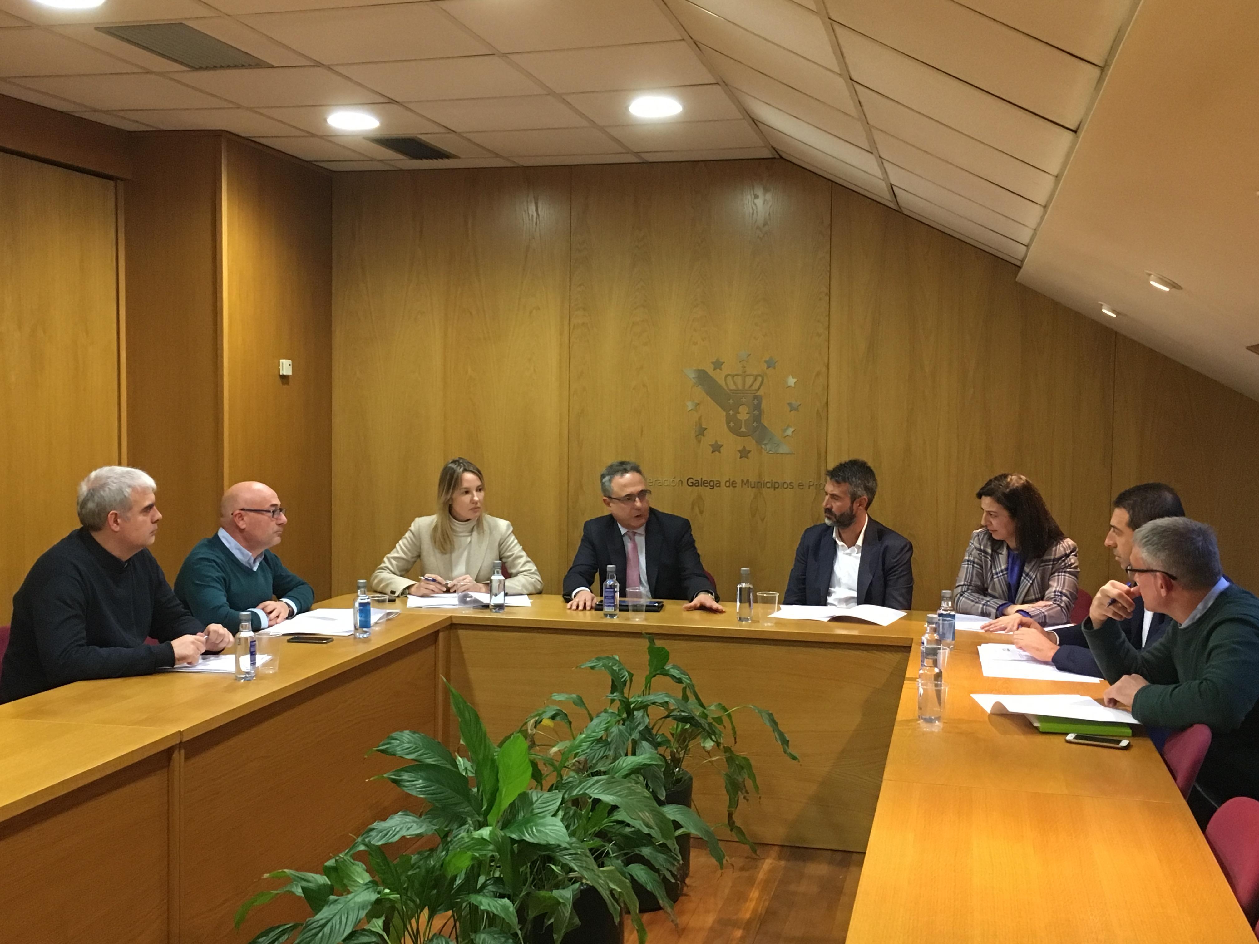 A Xunta acorda coa Fegamp os criterios de reparto do Plan marco de mellora de camiños municipais de acceso a parcelas agrarias