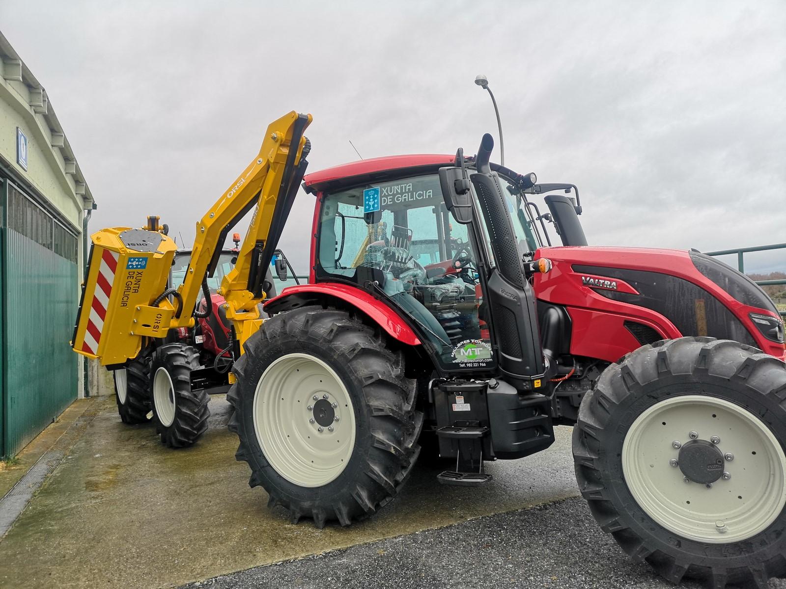 A Xunta cede case 40 tractores, rozadoiras e trituradoras a concellos das catro provincias para contribuír á xestión da biomasa para previr lumes e á limpeza dos camiños e estradas