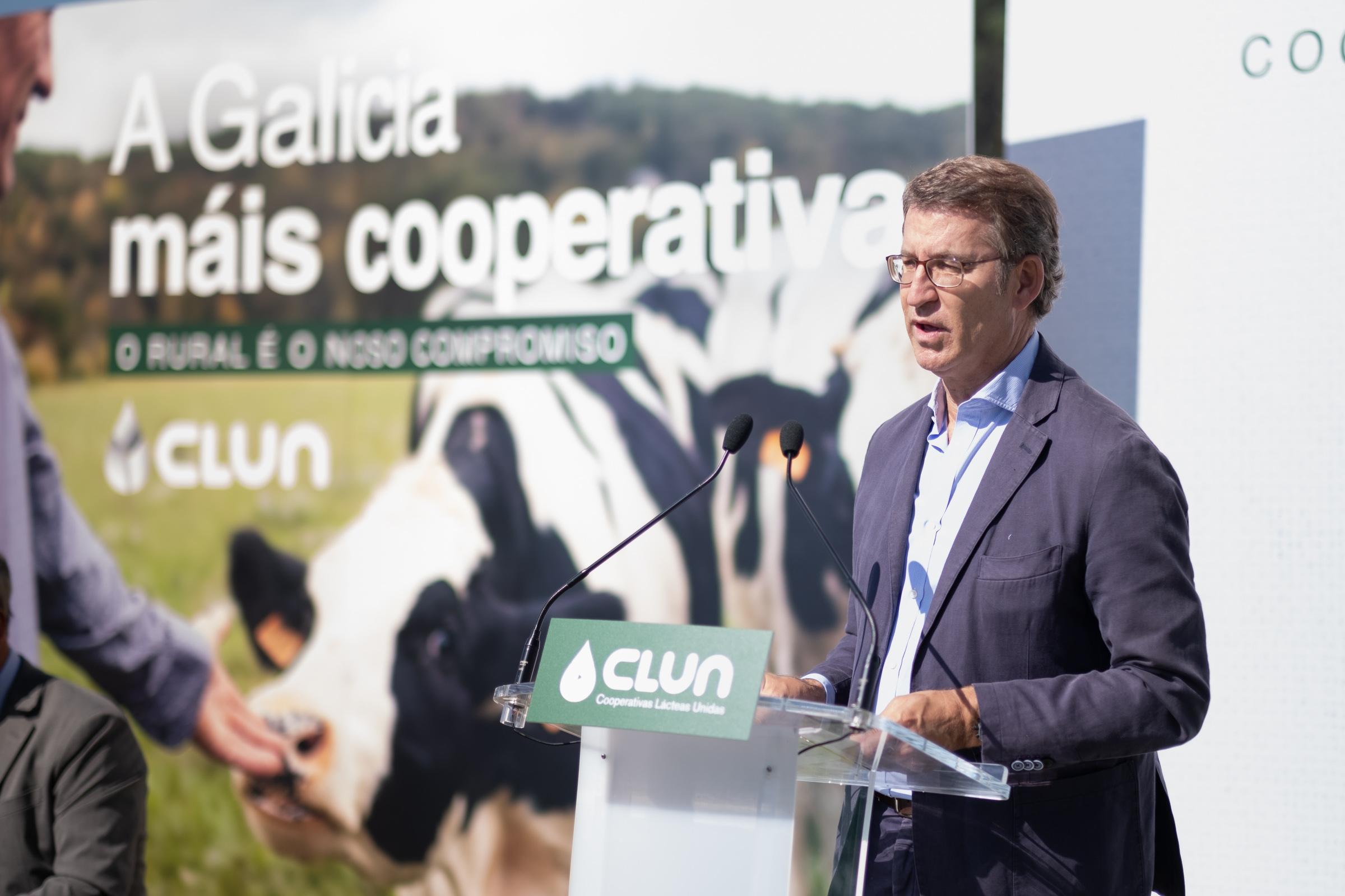 Feijóo garantiza el compromiso con el sector agroalimentario reflejado en la Ley de recuperación de la tierra agraria y en la Estrategia del lácteo