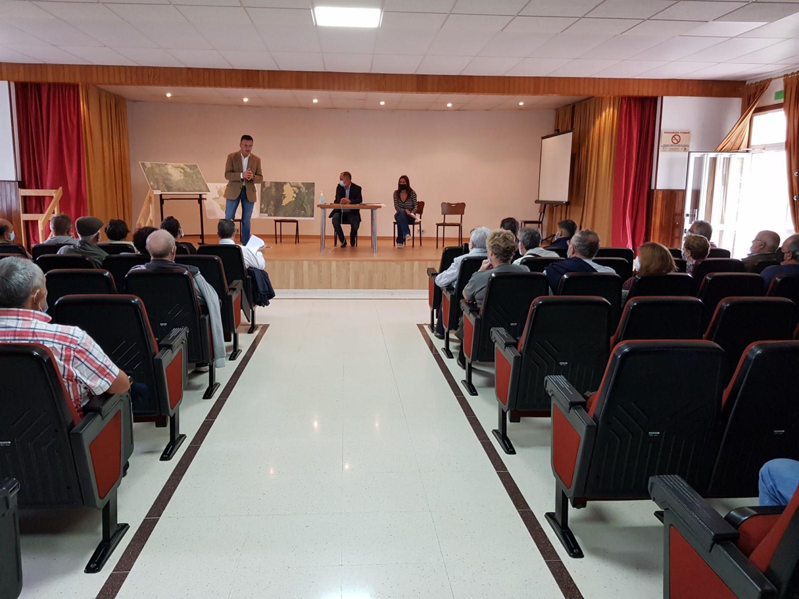 A Xunta avanza cos veciños da Arnoia nos traballos de creación dun polígono agroforestal de 224 hectáreas neste municipio